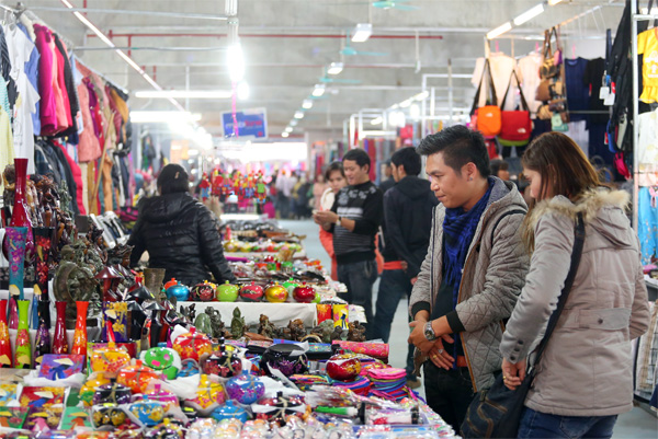 Chợ đêm Hạ Long, thiên đường mua sắm