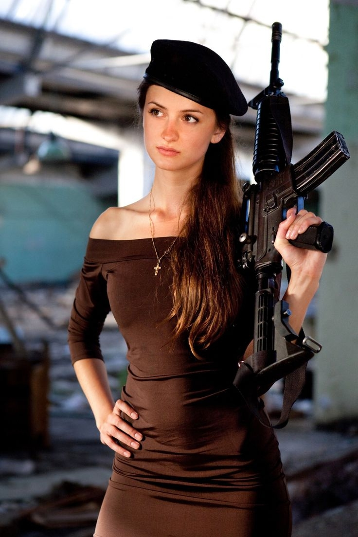 ... Military girl • Women in the military • Army girl • Women with guns • Armed ...