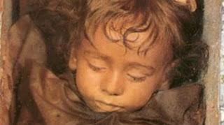 Αποτέλεσμα εικόνας για ΡΟΖΑΛΙΑ: Η ωραιότερη μούμια του κόσμου, ετών 2!!