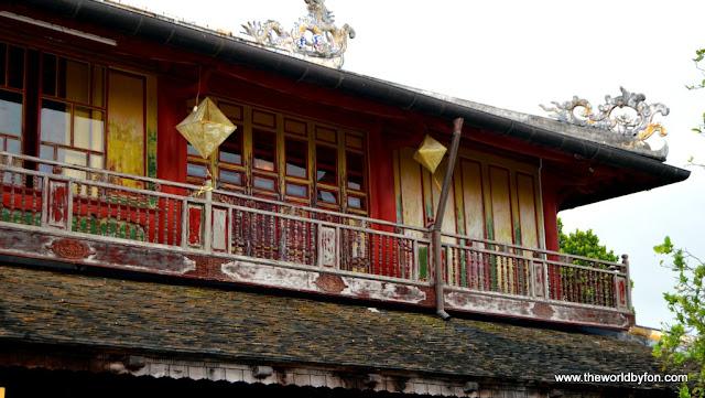Monastério dentro da Muralhas da Cidade Imperial de Hue, Vietnã.