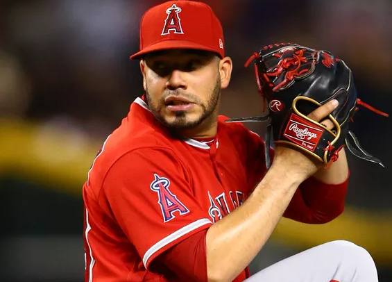 Philadelphia acquires Jose Alvarez from Angels