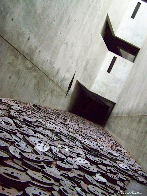 Berlino, Museo Ebraico, Installazione Schachelet - foglie cadute