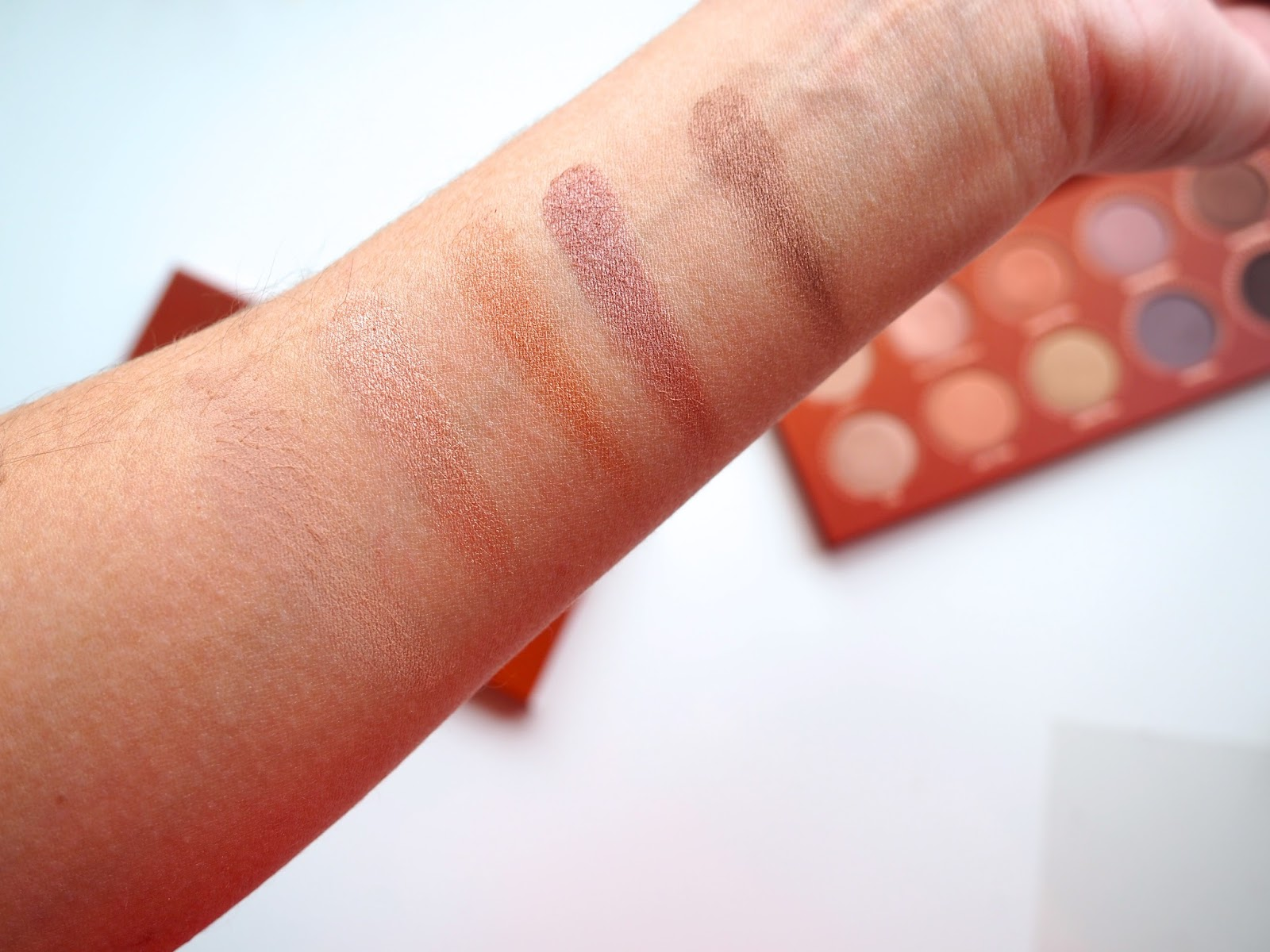 Zoeva Rose Golden Eyeshadow Palette swatches blog review