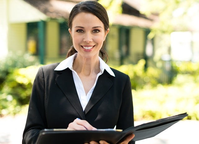 benefits of hiring a real estate agent buying property realtor broker
