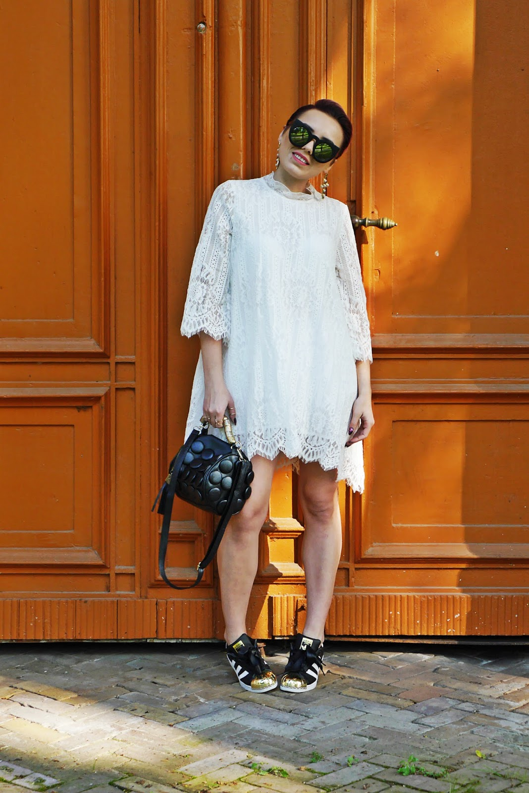 blog_modowy_karyn_lace_dress_white_adidas_superstar_ootd_look_250517b