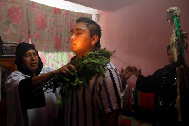 El 72% de los mexicanos confían más en los horóscopos, chamanes y amuletos para curar sus males