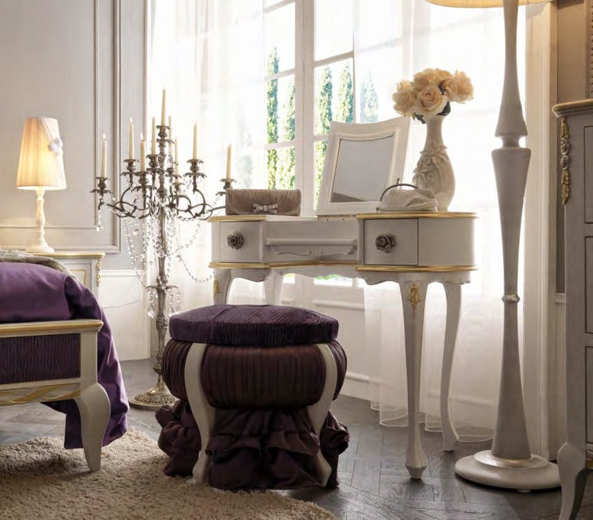 Mobila dormitor italiana - Toaleta dormitor cu oglinda - paturi tapitate de lux - mese living - scaune lemn | Comoda - oglinda - dormitor - Italia - canapele - pret - Bucuresti - Constanta - Pitesti - Brasov - Cluj - Timisoara
