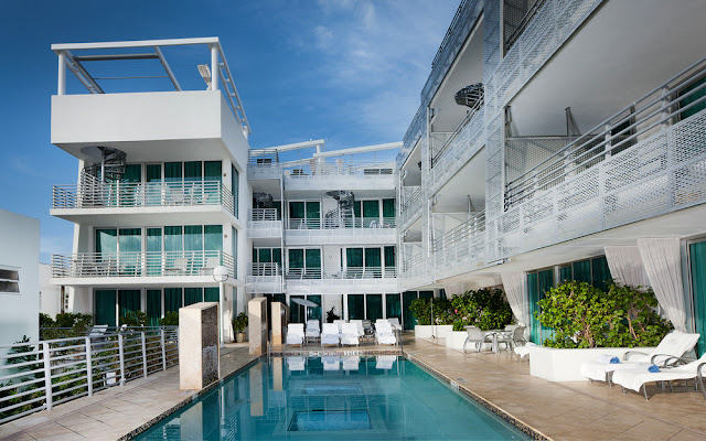 Indulge in the luxurious art deco settings of the chic Crowne Plaza South Beach - Z Ocean Hotel. Floor-to-ceiling windows and glass balcony doors lead out to an oversized, private balcony overlooking the heart of the Miami Beach Art Deco District.