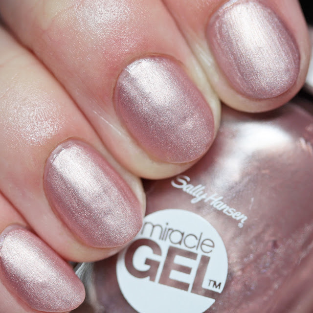Sally Hansen Miracle Gel 207 Out of This Pearl with Miracle Gel Matte Top Coat