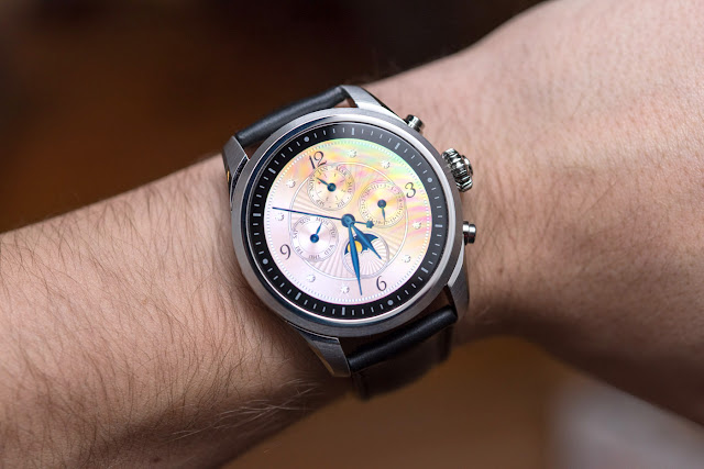 Man-hinh-dong-ho-Montblanc-Summit-II-Summit2-Smartwatch