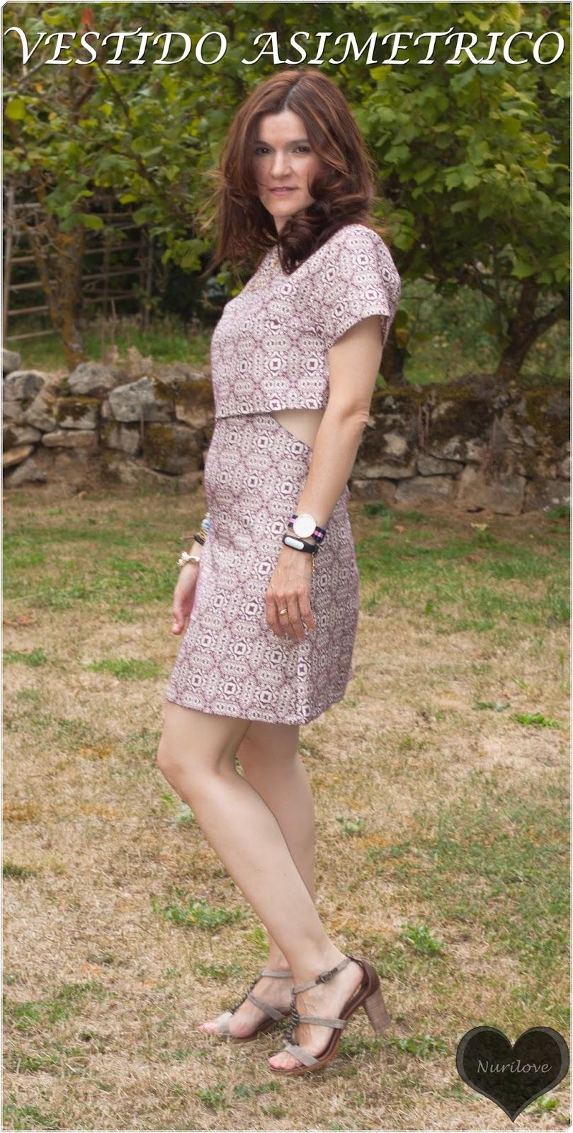 vestido asimétrico con un estampado muy original