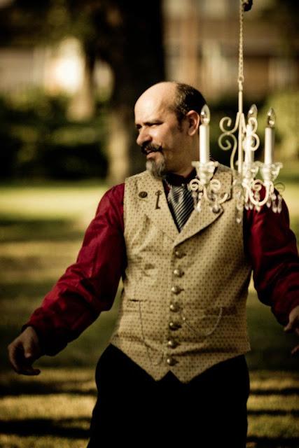 steampunk wedding, steampunk bride and groom, louise black corset, retroscope fashion, kempner park galveston, garten verein, galveston, wedding, steampunk picnic, gentlemen's emporium
