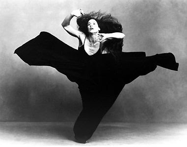 Margie Gillis dans « Torn Roots, Broken Branches », chorégraphie de Margie Gillis (photo d'Annie Leibovitz).