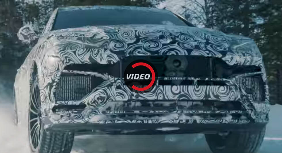 Lamborghini Urus heads out into the snow