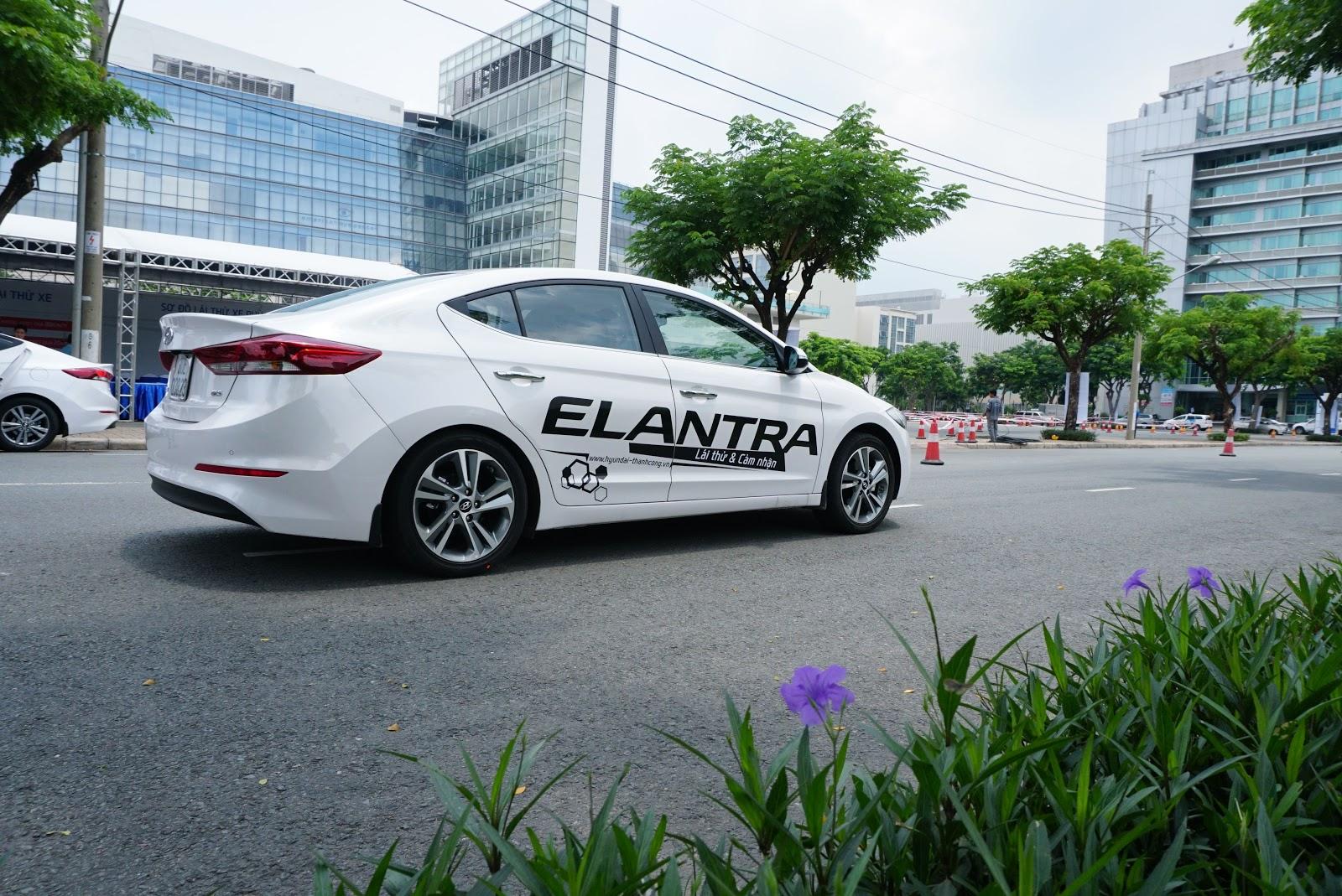 Hyundai Elantra mới làm ta nhớ về một thời hoàng kim của Civic