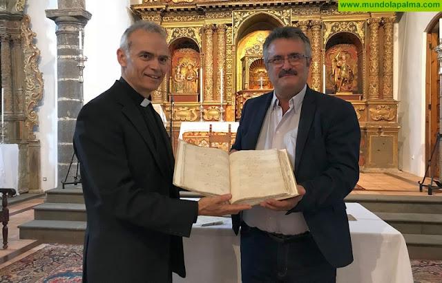 El Cabildo restaura el primer libro oficial de registros de la parroquia de San José de Breña Baja de 1637