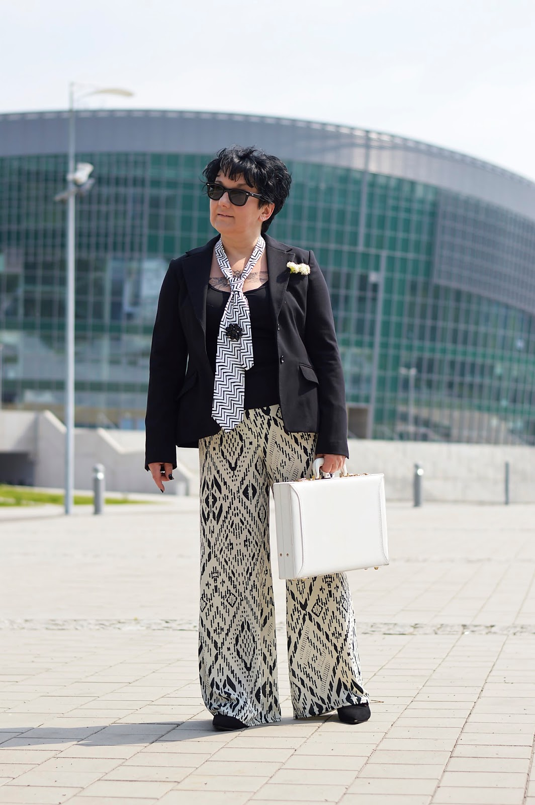 Black and white fashion, szerokie spodnie, pants, męski akcent