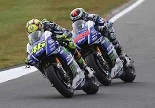 Rossi dan Lorenzo Bermasalah di MotoGP Inggris 2016