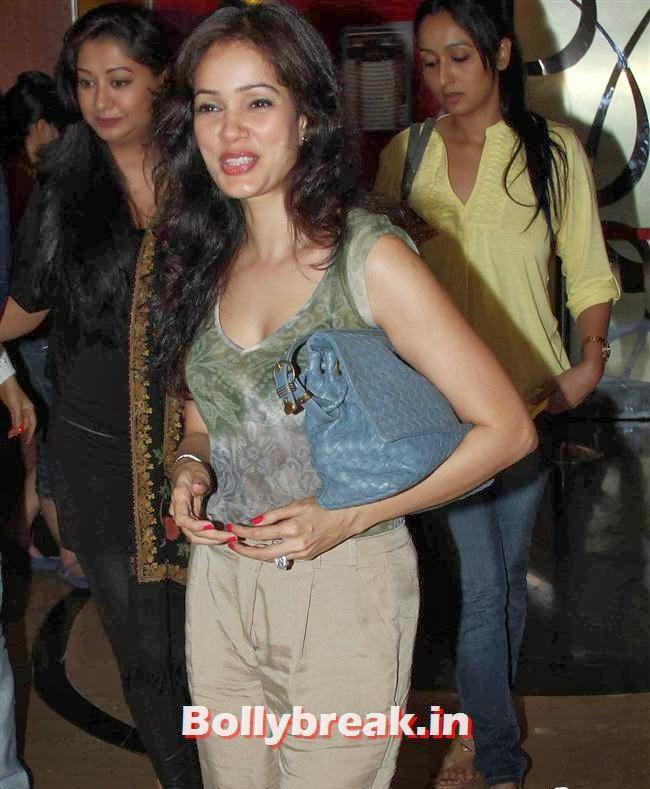 Vidya malvade, Richa Chadda & Geeta Basra Clicked at PVR Juhu
