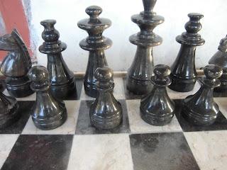 """<img src=""""Papan catur marmer dan pasukan hitam.jpg"""" alt=""""Papan catur marmer dan pasukan hitam pesanan Bu Linda"""">"""