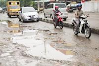 tips-berkendaraan-cara-menghadapi-jalan-rusak-dan-berlubang
