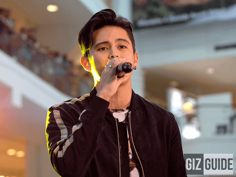 James Reid opening for the Fujifilm event with a song, captured by X-T2