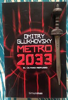 Portada del libro Metro 2033, de Dmitri Glukhovski
