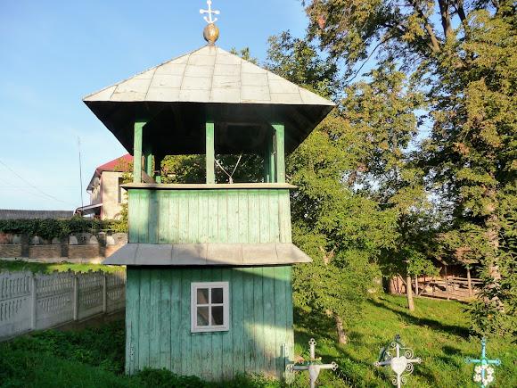 Великосілля. Церква Різдва. Двоярусна дерев'яна дзвіниця