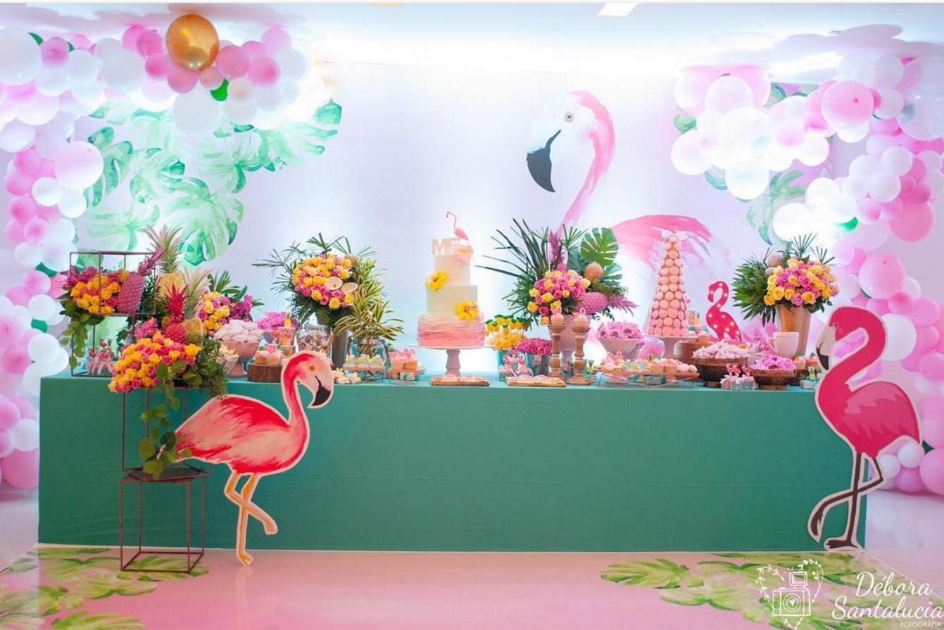 101 fiestas ideas para una fiesta tropical para tus 15 a os - Pinas decoradas para centro de mesa ...