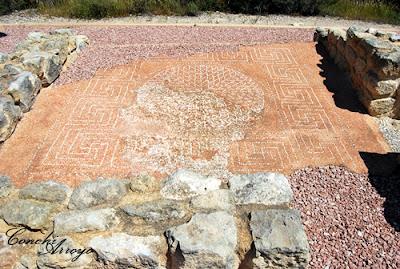 Mosaico estilo Opus Signinum en el pavimento de Lucentum. Alicante