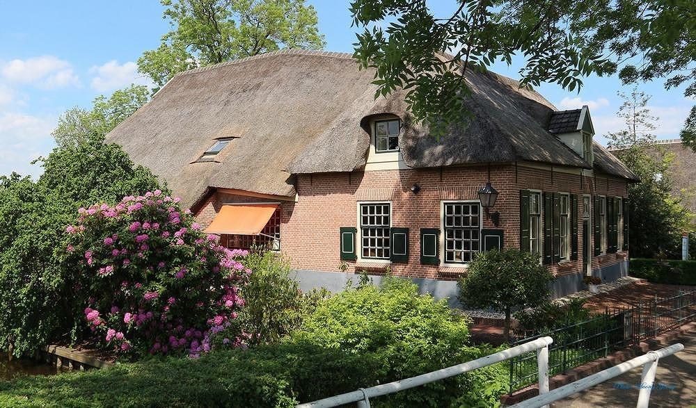 Khám phá ngôi làng tuyệt đẹp như cổ tích ở Hà Lan