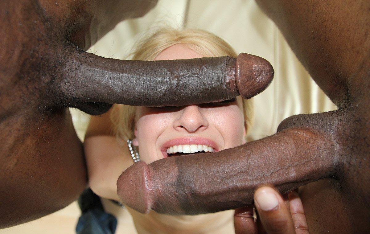 Негр пронзает членом порно