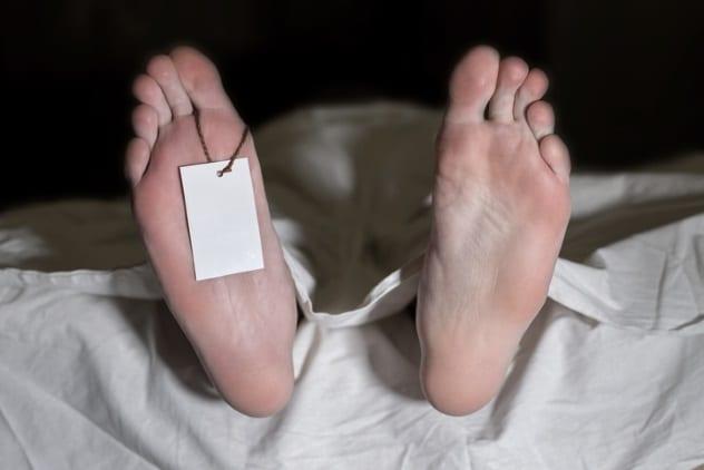Urinar e defecar depois de morto (Imagem: Reprodução/Listverse)