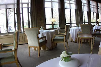 Intérieur du restaurant Pavillon Ledoyen de Yannick Alléno.