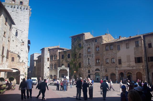 Piazza della Cisterina San Gimignano