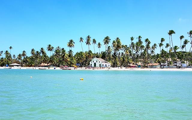 Praia de Carneiro com sua famosa capelinha - Pernambuco