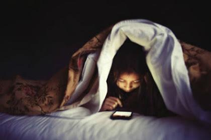 Asyik dengan Smartphone, Suami Ceraikan Istri di Malam Pertama