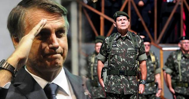 General Mourão sendo anunciado como vice de Bolsonaro durante convenção do PSL