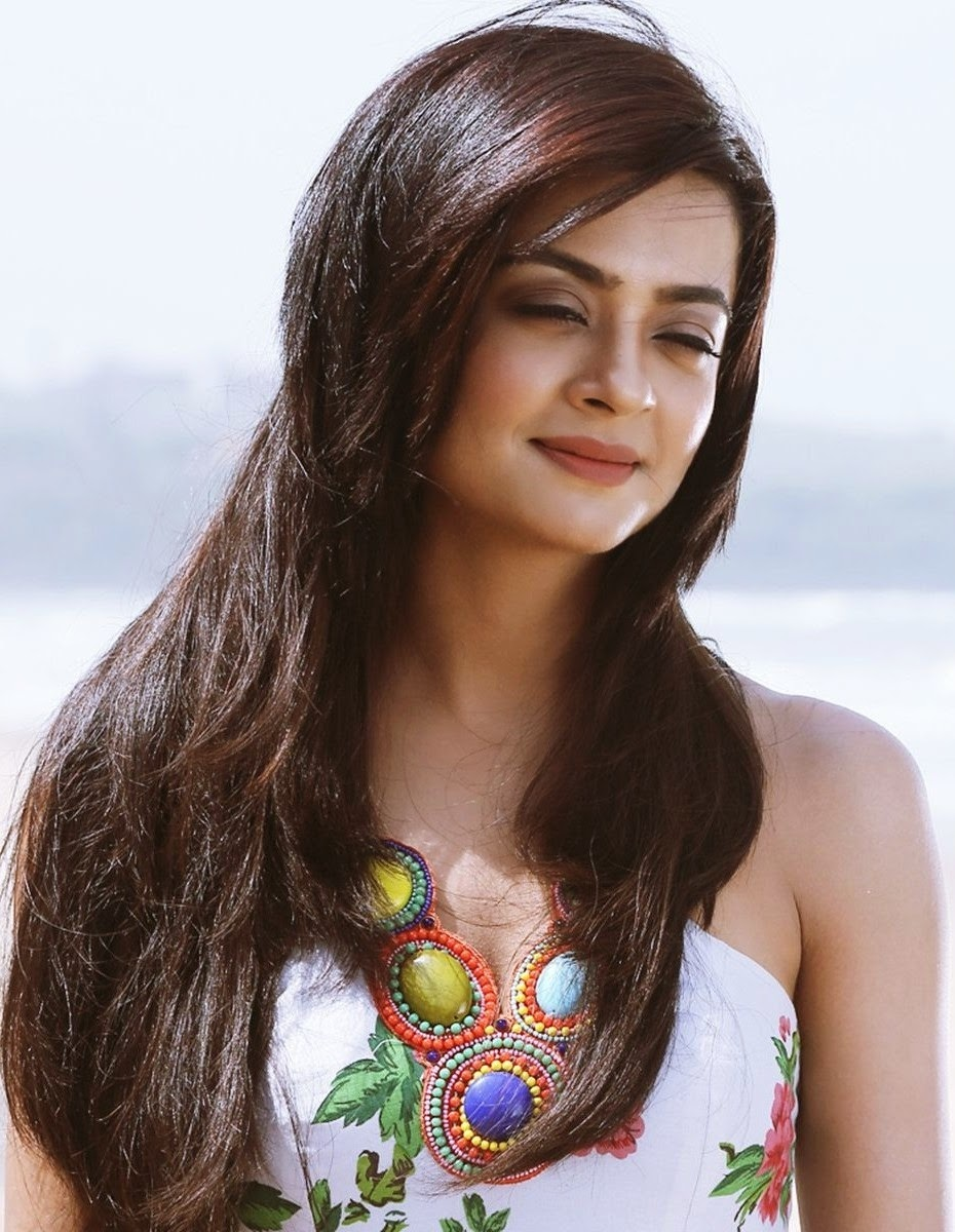 Surveen Chawla Nude Photos 84