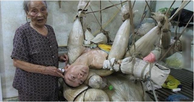 Kasih Ibu sepanjang masa, Seorang Ibu di Vietnam menjaga anaknya yang sakit selama 47 tahun