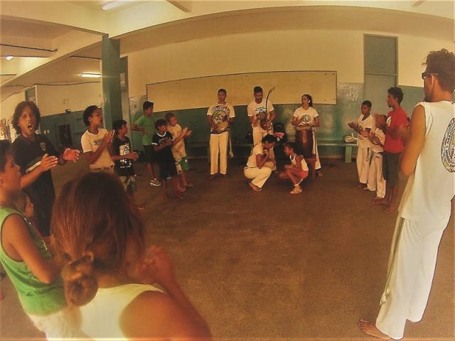 "Grupo de Capoeira Bonfim de Cananéia realiza roda no Programa Escola da Família da Escola Yolanda no ""Agita Família"""
