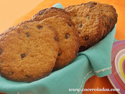 Galletas con pepitas de chocolate crujientes (Cookies)