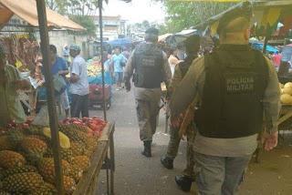 Homem é flagrado vendendo drogas na feira livre de Guarabira
