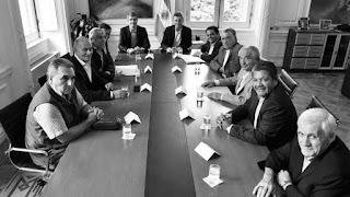 El detalle sobre el encuentro con el Presidente fue dado a conocer tras una reunión que mantuvieron referentes de los tres sectores que conviven en la CGT en la sede de la Federación Marítima Portuaria y de la Industria Naval de la República Argentina (Fempinra), en Combate de los Pozos 235 de esta capital, donde además se ratificó la movilización unitaria del 29 de abril contra la pérdida de los puestos de trabajo.