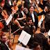 El director de orquesta Gustavo Dudamel llega al Teatro Mayor Julio Mario Santo Domingo