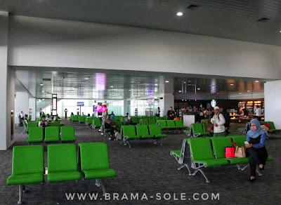 ruang tunggu bandara ahmad yani yang baru