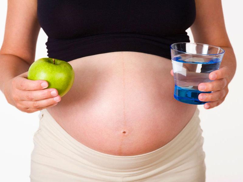 Dahsyatnya Manfaat Buah Apel bagi Ibu Hamil