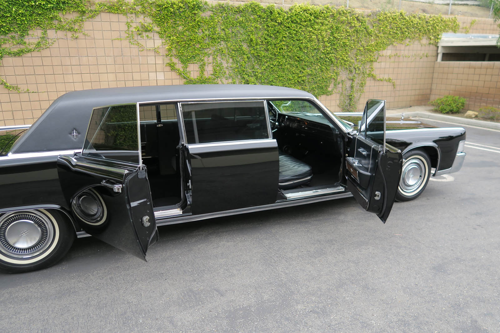 1965-lincoln-continental-limo-mcqueen-08.jpg