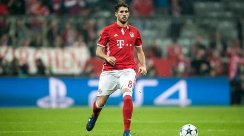 cầu thủ người Tây Ban Nha có khả năng mất tấm vé đá chính trong hàng tiền vệ tại kì World cup tới.