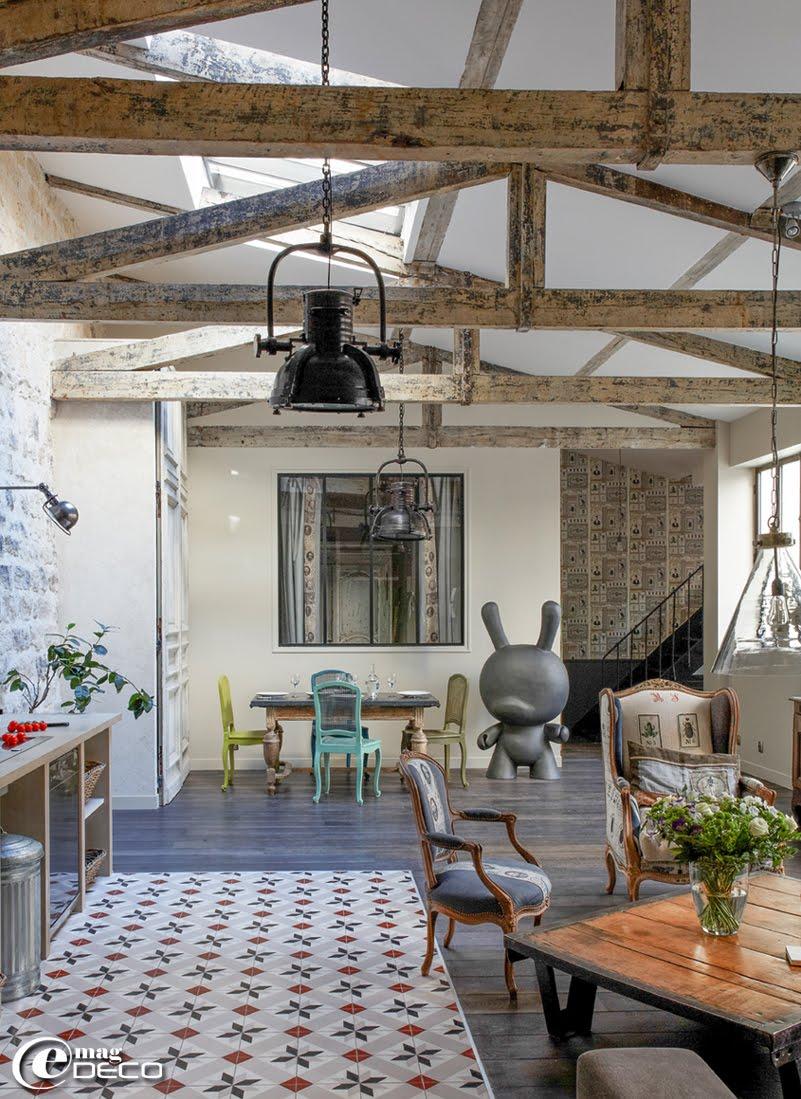 un loft parisien lov autour d 39 une cour e magdeco magazine de d coration. Black Bedroom Furniture Sets. Home Design Ideas